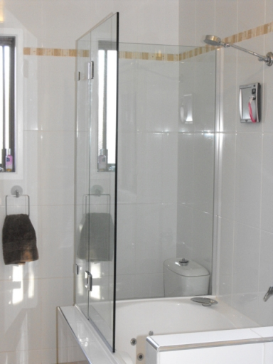 ON THE BATH FRAMELESS SHOWER SCREENS - Ad Capry